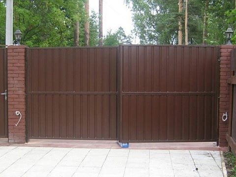 Ворота на гараж из профнастила фото